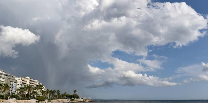 Καιρός: Έφυγε ο Ιανός, μένουν οι βροχές - Η πρόγνωση για τη Δευτέρα