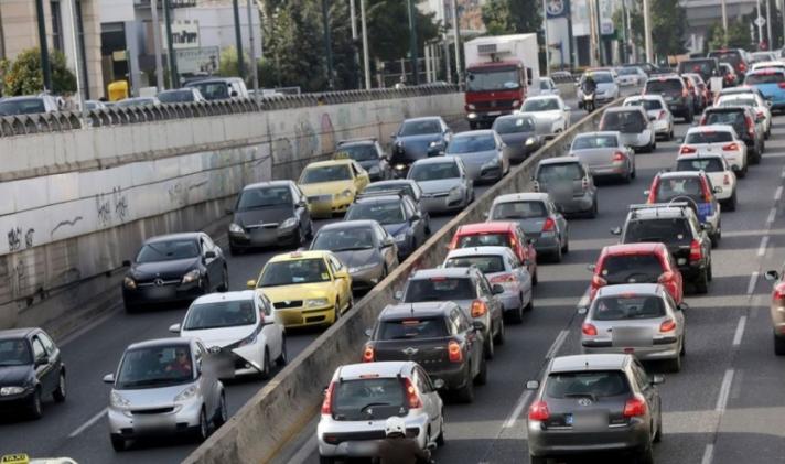 Κίνηση στους δρόμους: Μποτιλιάρισμα και καθυστερήσεις στις εθνικές οδούς