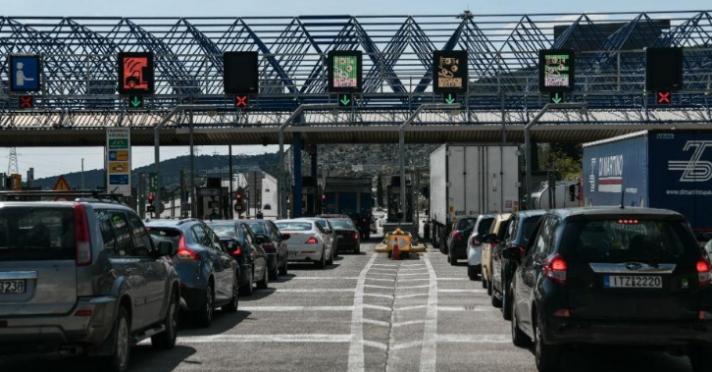 Κορωνοϊός: Σκέψεις της κυβέρνησης να «σφραγίσει» τα διόδια το Πάσχα