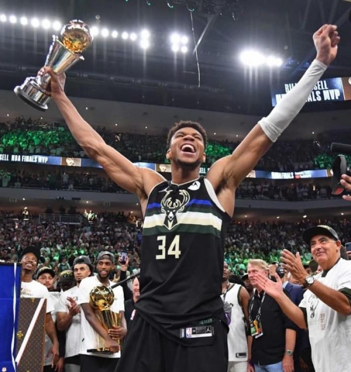 NBA: Νέος βασιλιάς ο Γιάννης Αντετοκούνμπο – Οδήγησε τους Μπακς στην κορυφή