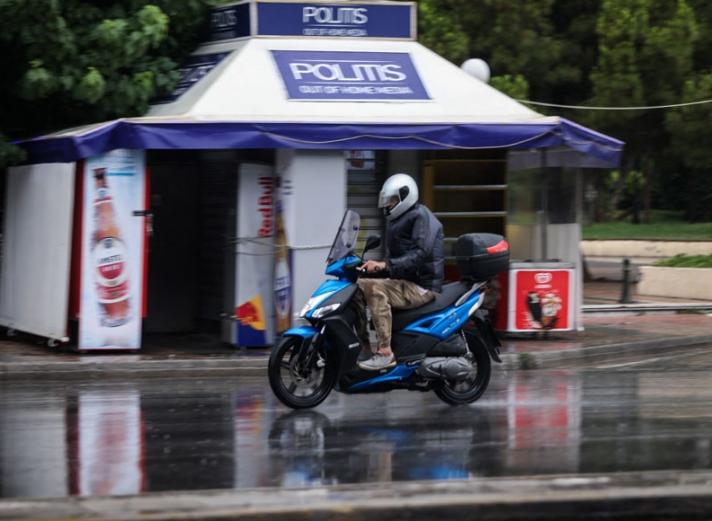 Νόμιμη η οδήγηση μοτοσυκλέτας με το δίπλωμα ΙΧ