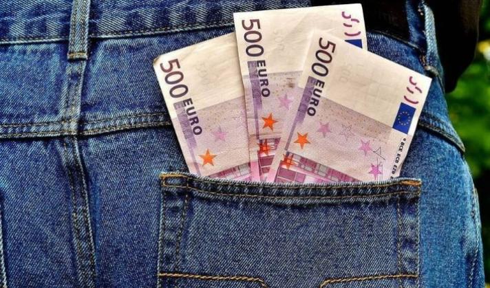 Αναδρομικά: Ποιοι θα λάβουν έως 7.400 ευρώ