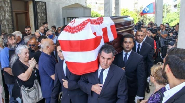 Γεια σου ρε Αλέφαντε! Με χειροκρότημα και την ερυθρόλευκη σημαία στο φέρετρο! (BINTEO)