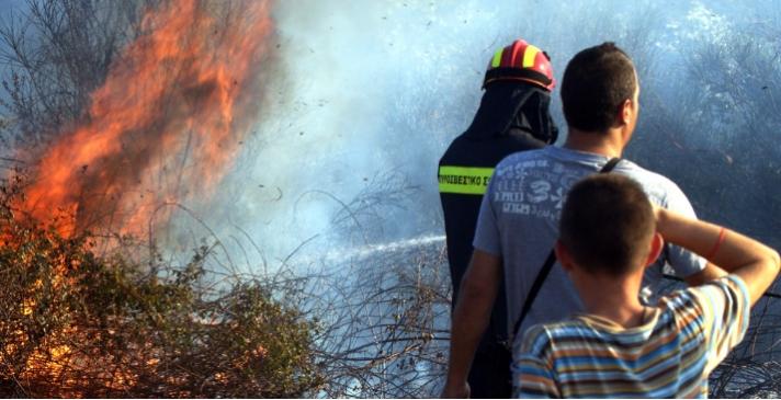 Μετανάστες έβαλαν φωτιά στα Καρδάμυλα της Χίου για να προκαλέσουν τη διάσωσή τους