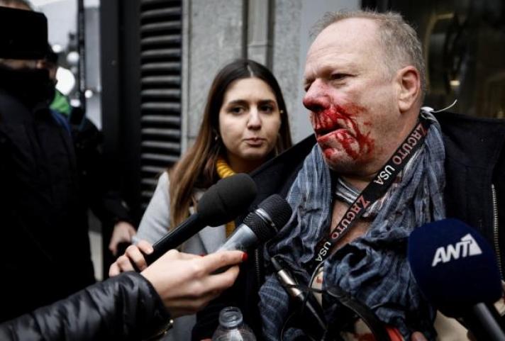 Άγριος ξυλοδαρμός δημοσιογράφου από ακροδεξιούς στο Σύνταγμα