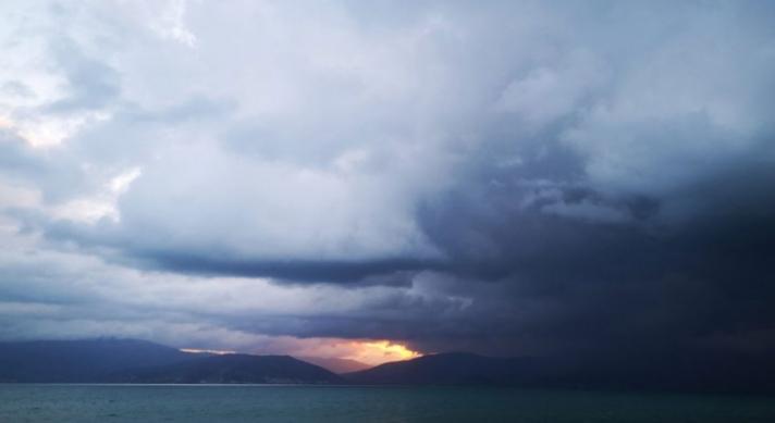 Έκτακτο δελτίο επιδείνωσης καιρού: Πού θα σημειωθούν βροχές και καταιγίδες