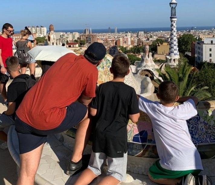 Οι διακοπές του Αλέξη Τσίπρα στην Ισπανία - Με τους γιους του στη Βαρκελώνη (Photos)