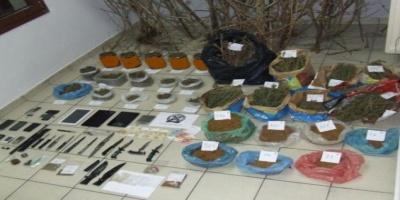 Πολλά τα παράνομα ευρήματα σε οικίες στο Καρπενήσι