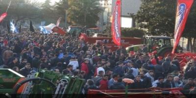 """εκτακτο τωρα ...Οι αγρότες κλείνουν επ"""" αόριστον τα σύνορα με Τουρκία και Βουλγαρία-Κλειστά και τα Τέμπη"""