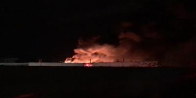 Μεγάλη πυρκαγιά σε αποθήκη ελαστικών στον Ταύρο (vid)