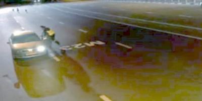 Αστυνομικός σταματά για έλεγχο αυτοκίνητο, μόλις όμως είδε τι ερχόταν μπήκε μέσα να γλιτώσει! [vid]
